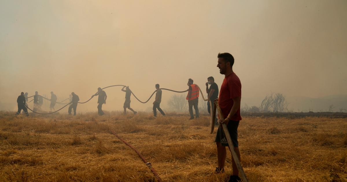 Лесные пожары прорывают леса Греции