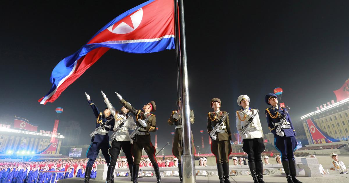 Северная Корея демонстрирует военную технику в честь основания
