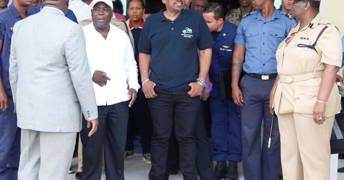 Премьер-министр Багамских островов признал поражение в опросах, омраченных COVID-19
