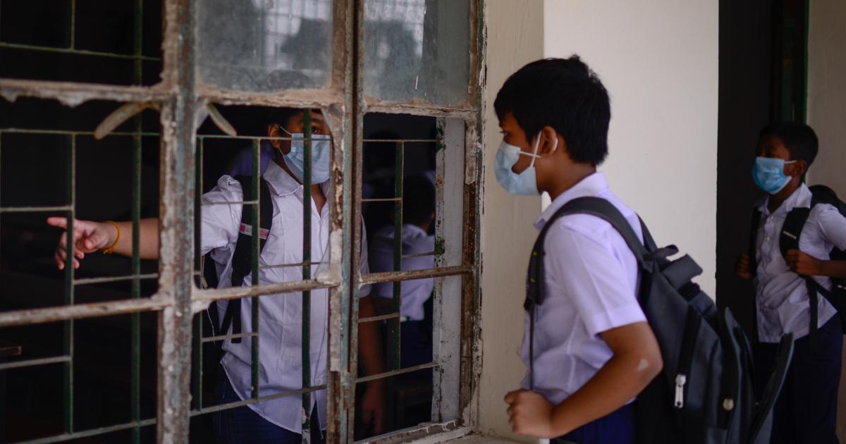 В Бангладеш вновь открываются школы после 18-месячного отключения от COVID