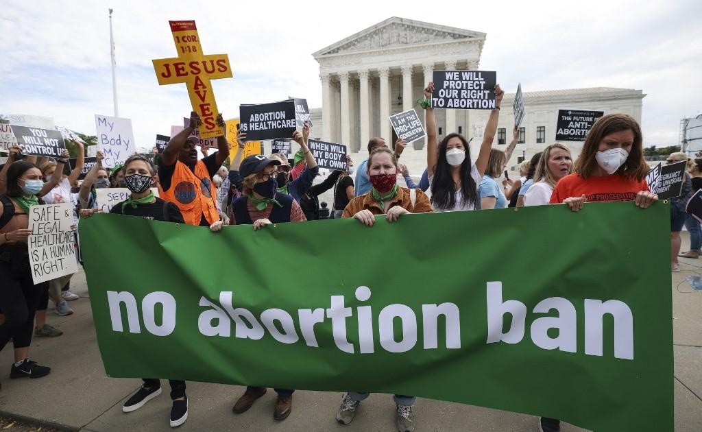 Судья США заблокировал соблюдение почти полного запрета на аборты в Техасе
