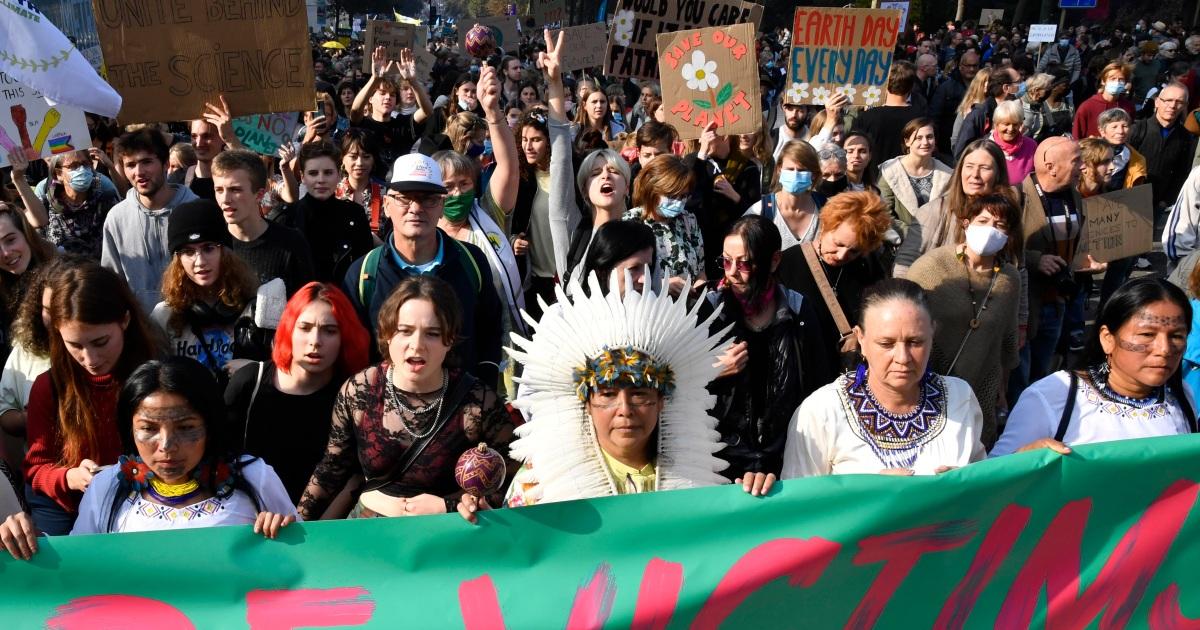 Тысячи людей маршируют в Брюсселе, требуя более жестких мер по борьбе с изменением климата