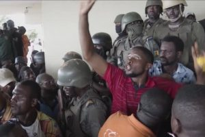 Власти Камеруна призывают к спокойствию после того, как полиция убила 5-летнюю девочку в Буэа