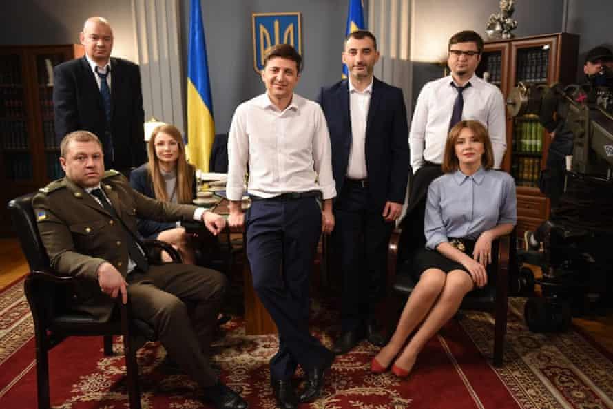 Кадр из сатирической комедии «Слуга народа» с Владимиром Зеленским в главной роли в роли президента Украины.