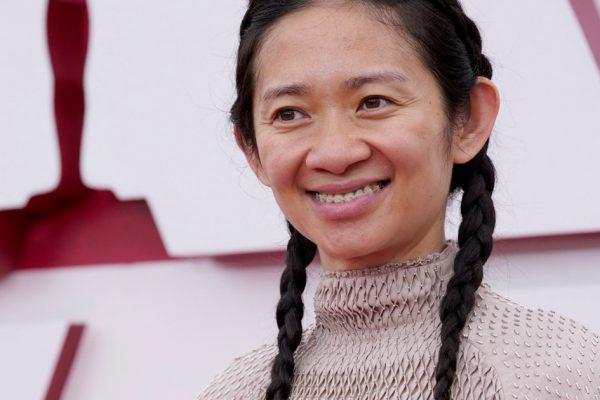 """Чжао вошел в историю, получив премию """"Оскар"""" за лучший режиссер, фильм"""