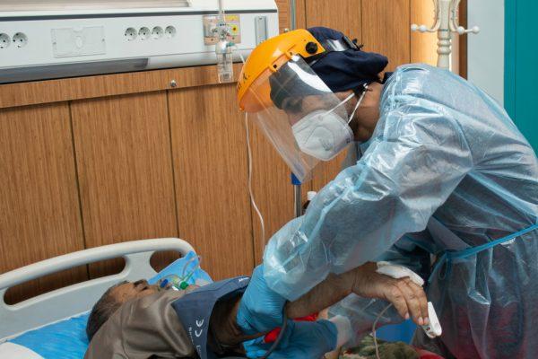 Инфекция в Ираке резко возросла, так как вариант коронавируса стал источником второй волны