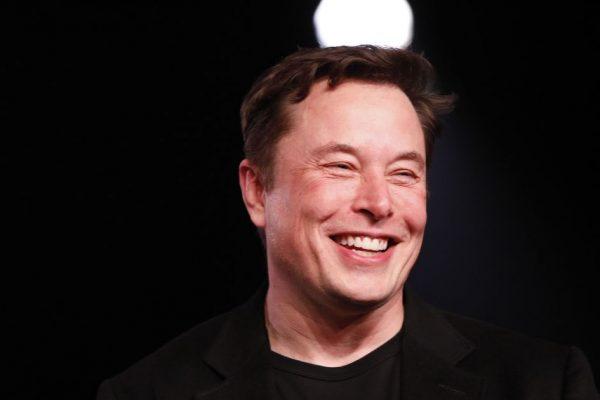 В прямом эфире из Нью-Йорка, это Илон Маск! Генеральный директор Tesla проведет культовое шоу