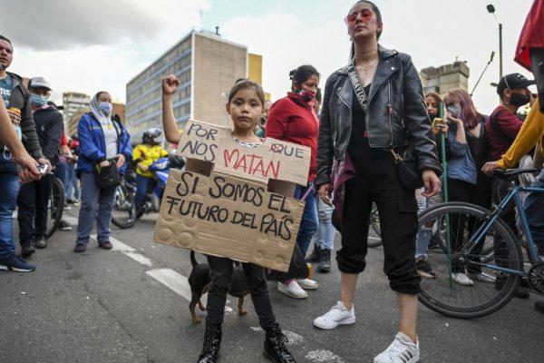 Колумбийский Дуке пытается успокоить протесты на фоне разгорающихся недовольств